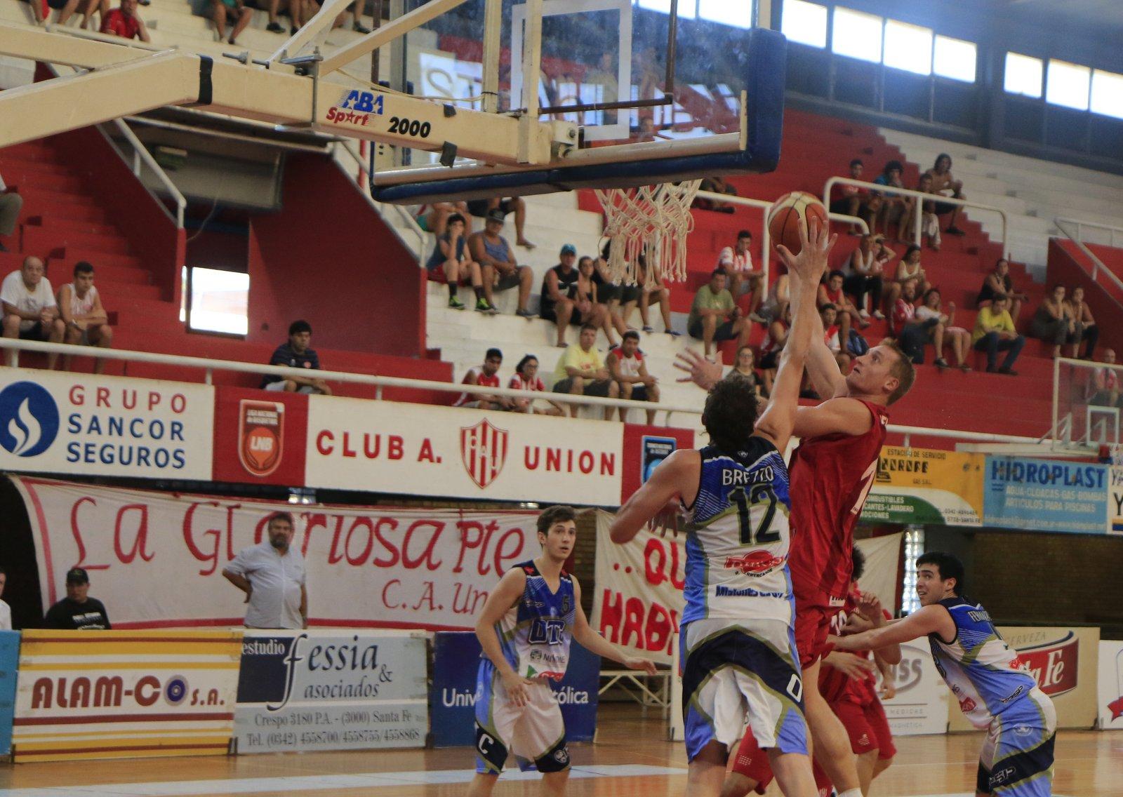 Gran partido del capitán Reinick en el último juego ante Oberá. Foto (Archivo Prensa Unión - G. Sejas)